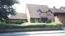 2 bed Flat in Mayfield Court...