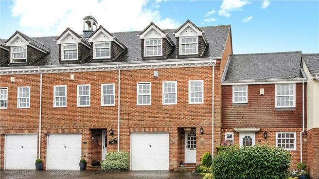 3 Bedroom Terraced House For Sale In Calcott Park Yateley