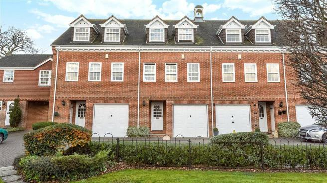 4 Bedroom House For Sale In Calcott Park Yateley Hampshire GU46