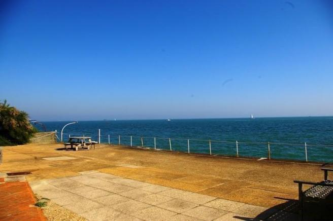 90FT WATER FRONTAGE
