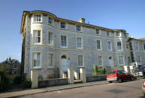 Flat to rent in The Strand, Ryde...
