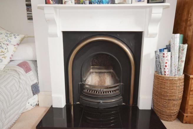 FEATURE FIREPLACE.JPG