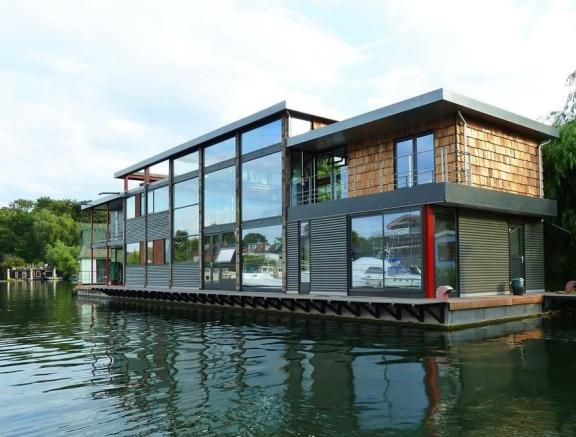 5 bedroom house boat for sale in taggs island hampton for Modern luxury homes for sale uk