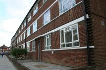 Apartment to rent in Beverley Drive, HA8...