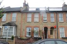 Flat to rent in Lebanon Road, Croydon...