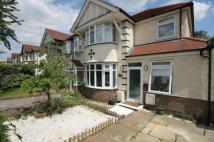 Flat to rent in Brentmead Gardens...