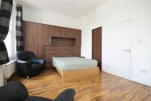 Flat to rent in The Mall, Ealing, W5