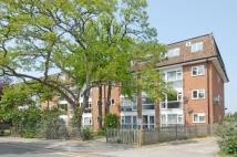 Flat to rent in Hamilton Road, Ealing...