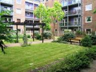 Flat to rent in Wynter Street, Battersea...