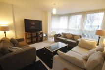 2 bedroom Flat to rent in North Side, SW18