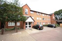 Flat to rent in Peartree Avenue...