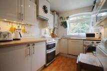 Flat to rent in Este Road, Battersea...
