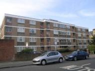 Flat to rent in Keswick Road, Putney...
