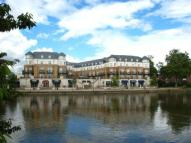 2 bed Flat to rent in Clarence Street, Staines...