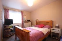Flat to rent in Laleham Road, Staines...