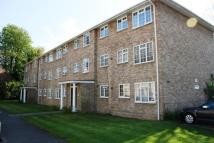 2 bed Flat to rent in Swallow Close, Staines...