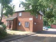 Flat to rent in Kingston Road, Staines...