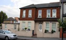 Flat to rent in Stockfield Road...