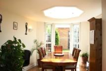 Flat in Glennie Road, London...