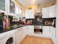 Flat to rent in Ivymount Road, London...