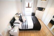 2 bedroom house in Mitcham Lane, Streatham...