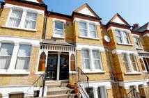 Flat to rent in Knollys Road, Streatham...
