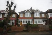 3 bedroom home in Kirkstall Road, London...