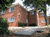 Ground Flat to rent in Peak House, Fareham...