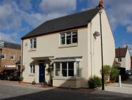 4 bed home in Harvey Walk, New Waltham...
