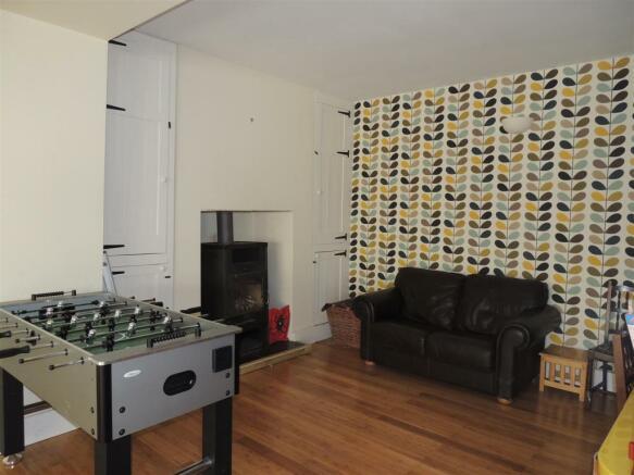 Lounge/Snug Area: