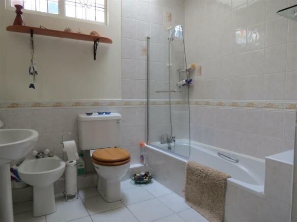Downstairs Bathroom: