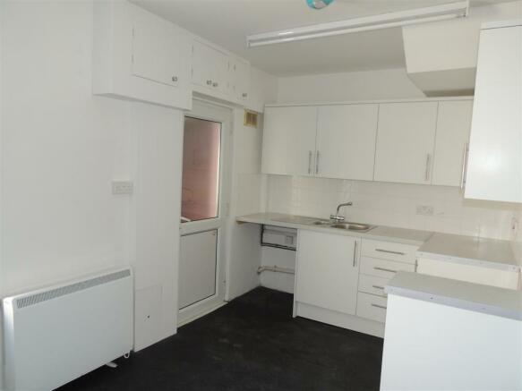 Kitchen Area:
