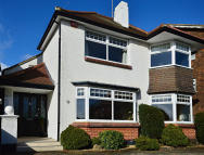 4 bedroom Detached house in Woodlands Road, Redhill