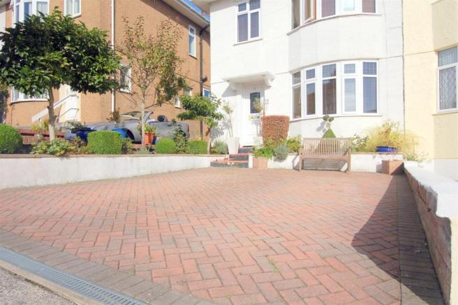 Frontage/Driveway