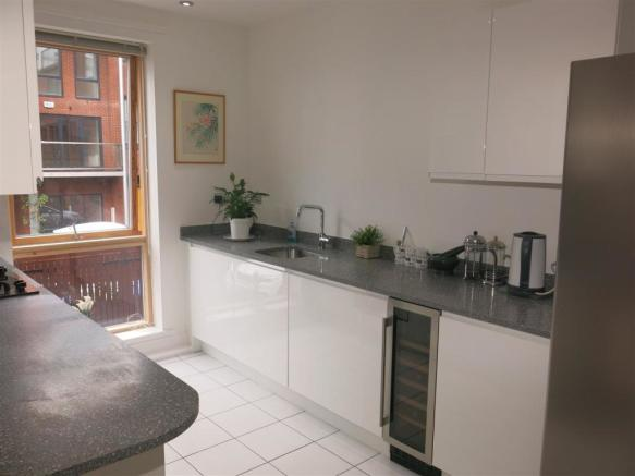 Fitted Kitchen (3).J