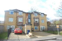 Flat to rent in York Road, New Barnet...