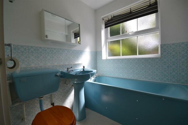 Windmill Drive - Bathroom.JPG