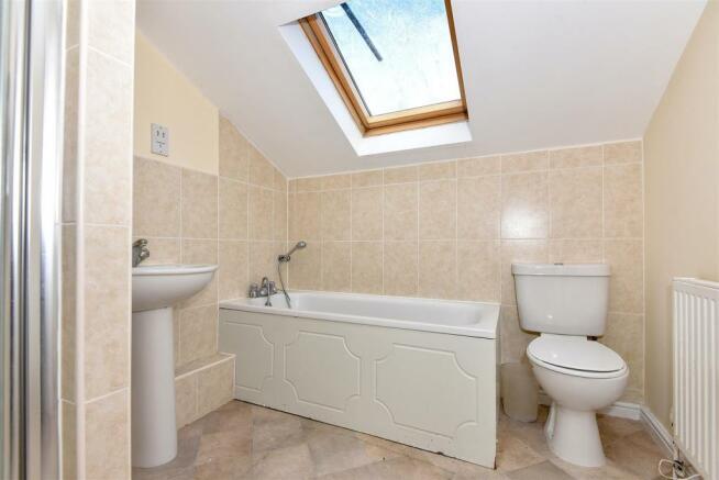 9 Lexcon - Bathroom.