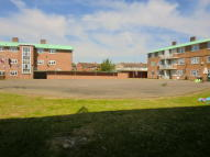 2 bedroom Flat in Waycross Road, Upminster...