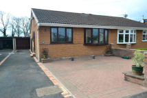 2 bed Semi-Detached Bungalow in Kenilworth Drive...