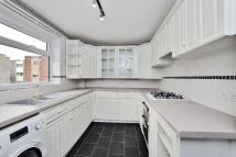Flat to rent in Riverside Road, Staines...