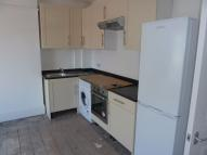 Flat to rent in Walton Road...
