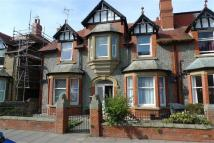 2 bedroom Flat in Mostyn Avenue...