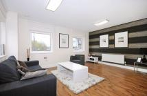 2 bed Flat to rent in The Green, UB2 4
