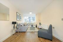 2 bedroom Flat to rent in The Green, UB2