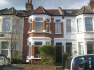 Flat to rent in Drayton Avenue, W13
