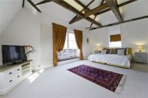 Hampton Court Road Apartment to rent