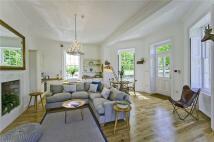 Apartment to rent in Hampton Court Road...