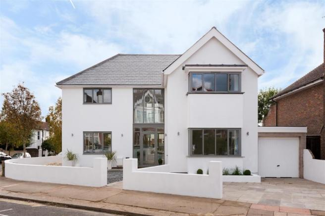5 Bedroom Detached House For Sale In Tivoli Crescent North