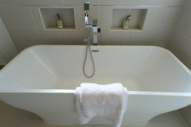 Main Bathroom (3)